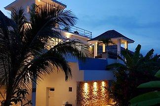 Thailand - Luxusvilla mit eigenem Pool und fantastischer Meersicht, in bester Lage imitten von Kokospalmen und tropischer Umgebung.