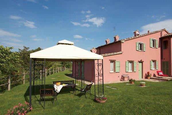 Villa, Pool und Garten.