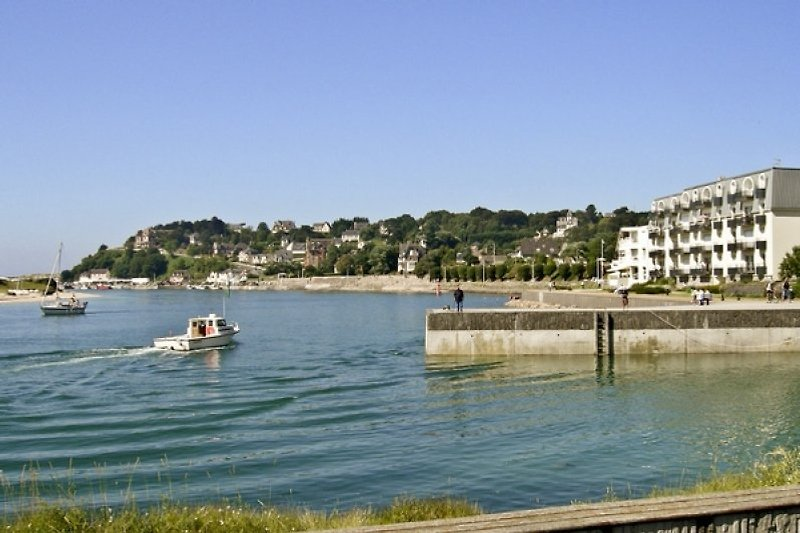 Luxury Waterfront Apartment in Barneville Carteret - immagine 2