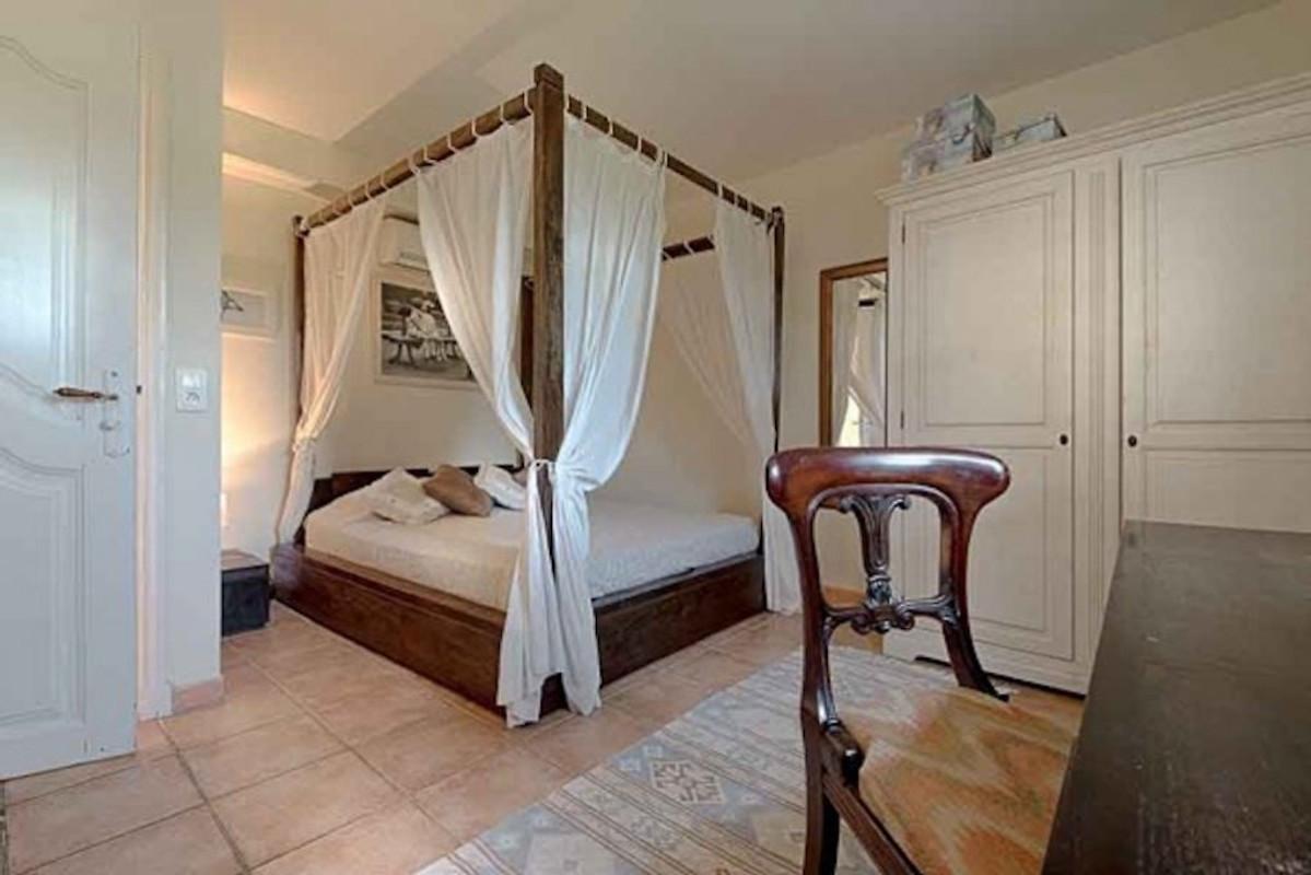 bastide de la veyriere ferienhaus in valbonne mieten. Black Bedroom Furniture Sets. Home Design Ideas