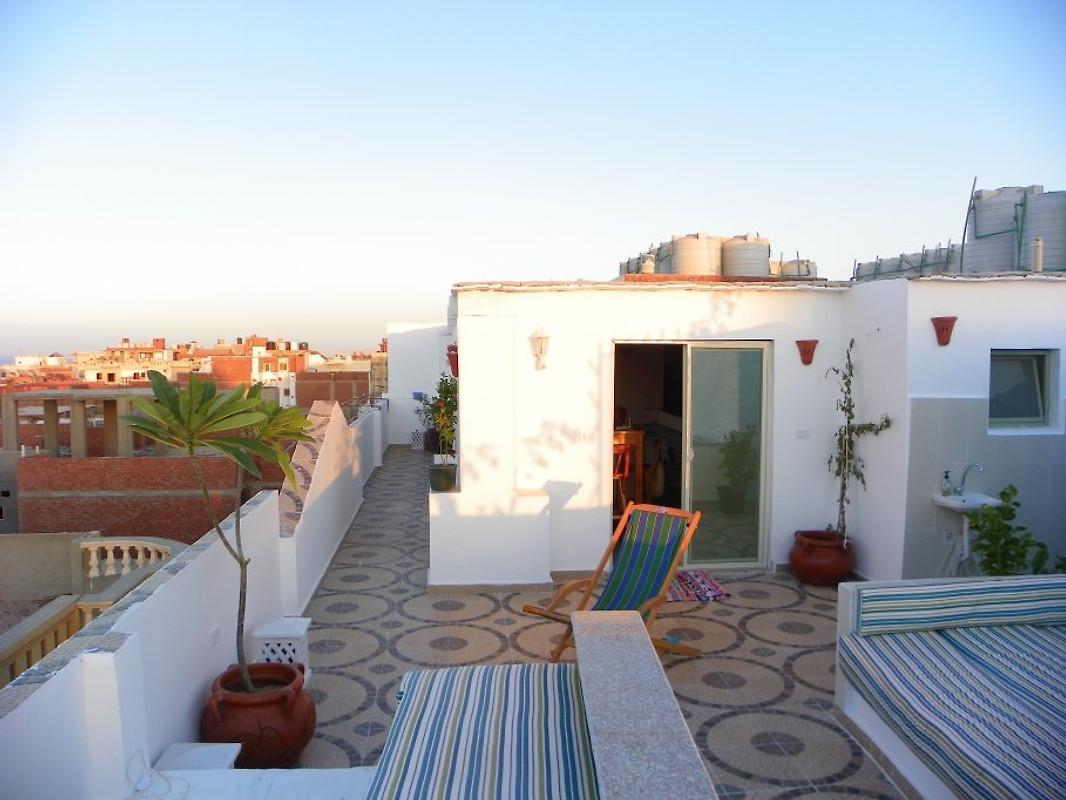140 qm private dachterrasse ferienwohnung in hurghada. Black Bedroom Furniture Sets. Home Design Ideas
