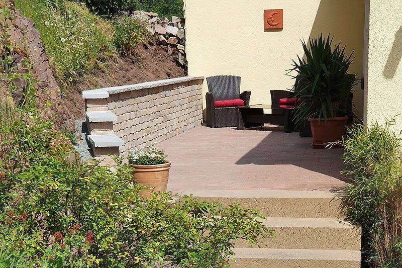 Separater Eingangsbereich mit ruhiger Terrasse