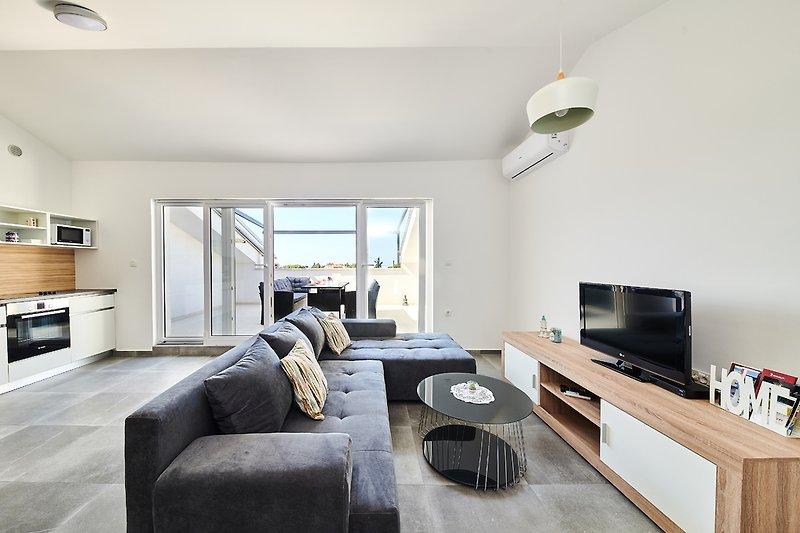 Wohnzimmer. Sofa.TV