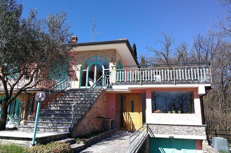 Unseren Gästen steht eine 70 m² große Solarium-Terrasse mit atemberaubendem Panorama zur exklusiven Verfügung!