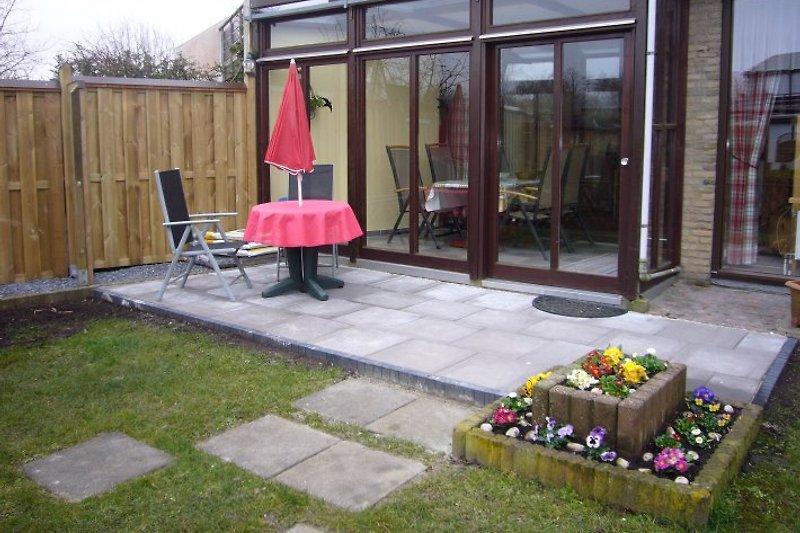 Garten mit Wintergarten