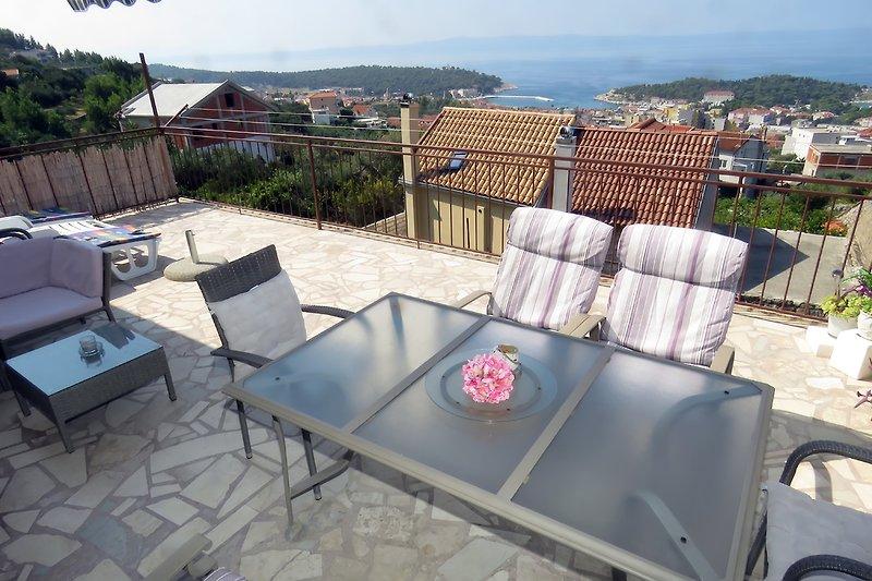 Die Terrasse mit dem schönen Meerblick