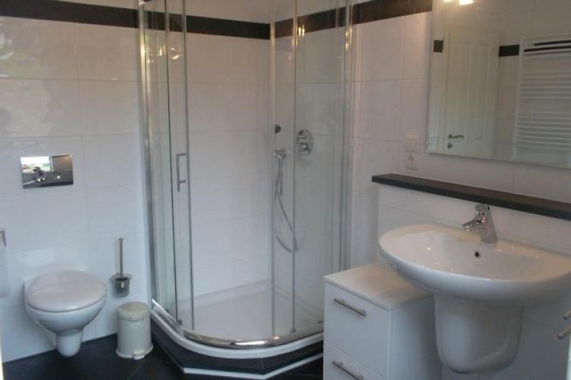 Bad Dusche und Eckbadewanne