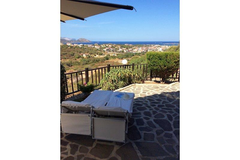 ... atemberaubender Sicht auf das Mittelmeer und die Tavolara-Inselgruppe