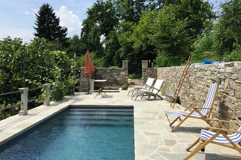 Ca. 7,5 m x 2,5 m großer Pool