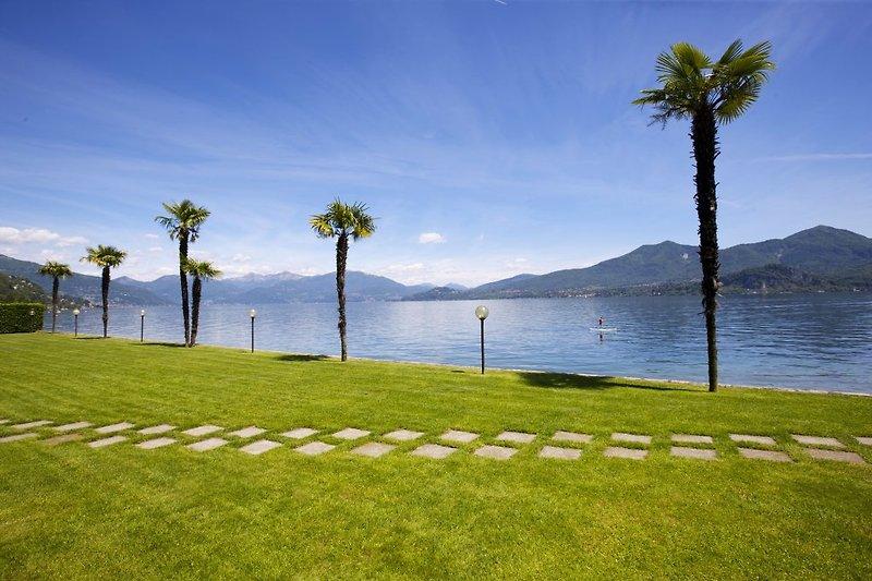 Ca. 250 m lange Gartenanlage mit Seezugang und großer Liegewiese mit Grillplatz