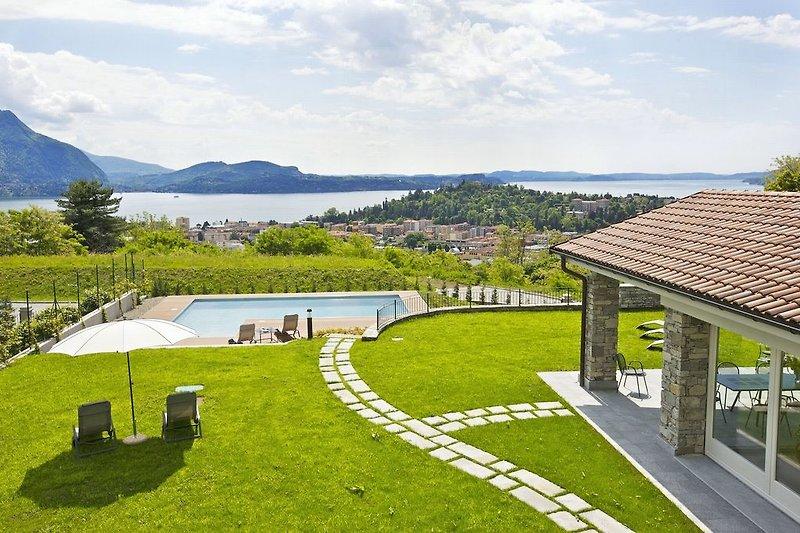 Ca. 5.000 m² großes Grundstück (teilweise Hanglage) mit privatem Pool