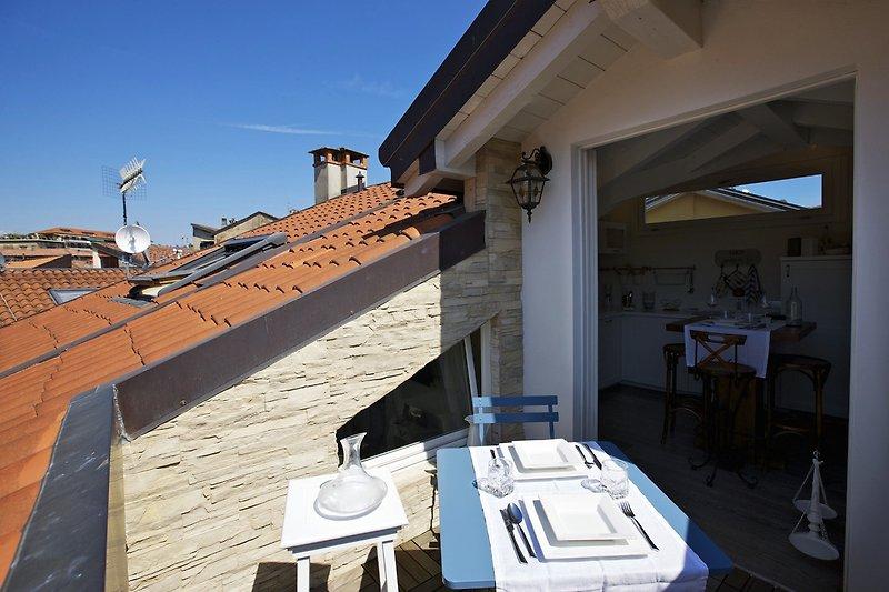 Ca. 5 m² große Dachterrasse mit traumhafter Sicht