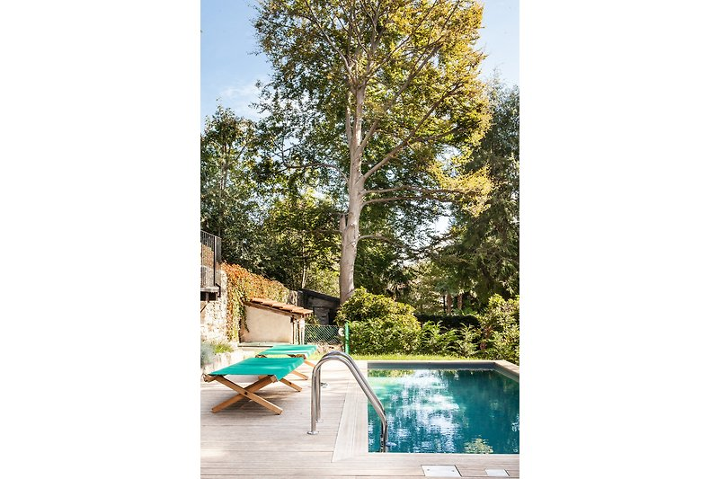 Ca. 7,5 m x 2,5 m großer privater Pool