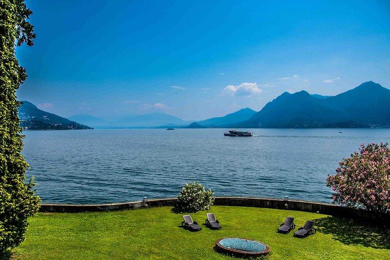 Ca. 1.200 m² großes Gemeinschaftsgrundstück mit Sitz- und Liegemöglichkeiten und zauberhafter Seesicht