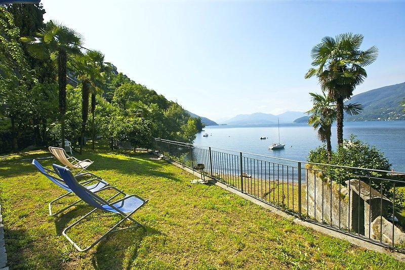 Ca. 200 m² großer, gemeinschaftlicher Seegarten mit Liegewiese direkt am Strand