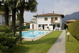 1-room apartment with 1,800 m² of land and a beautiful pool.