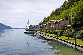Perfectly reside on Lake Maggiore: Tastefully furnished 3 bedroom apartment with balcony directly on the lake.