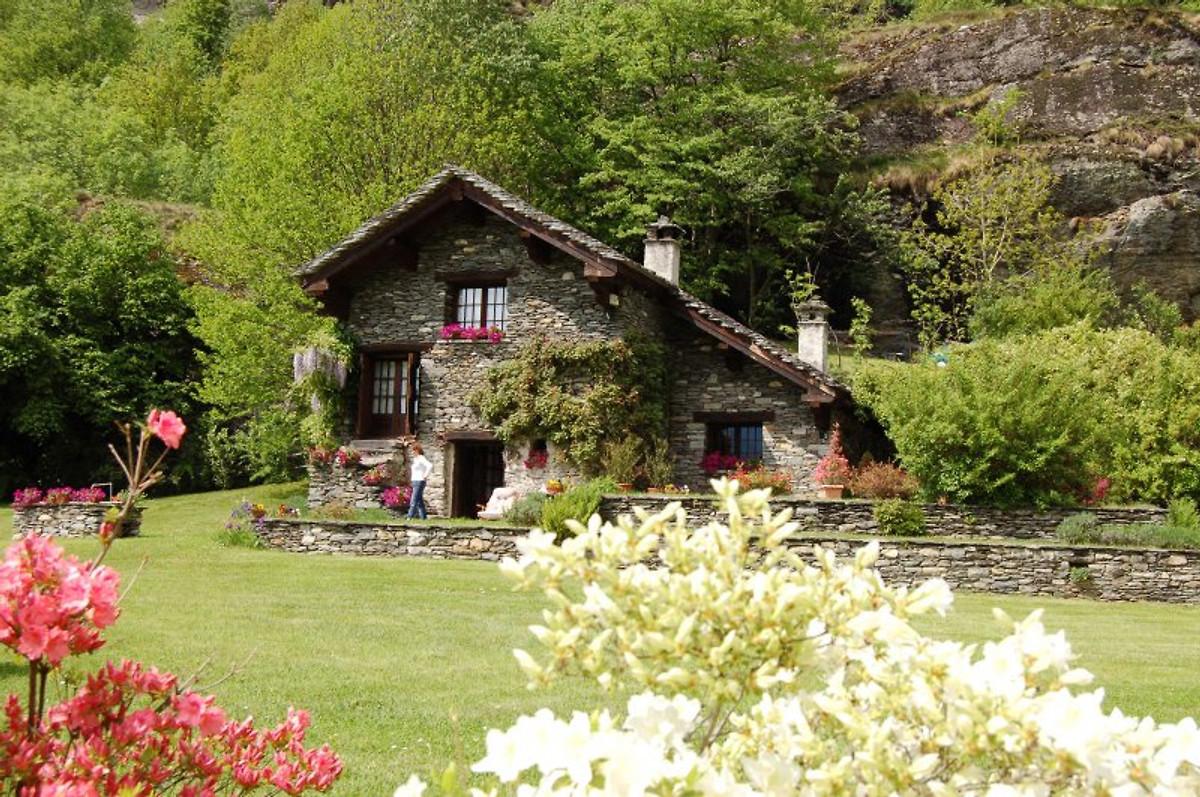 Chalet la baita ferienhaus in premia mieten for Foto interni baite di montagna