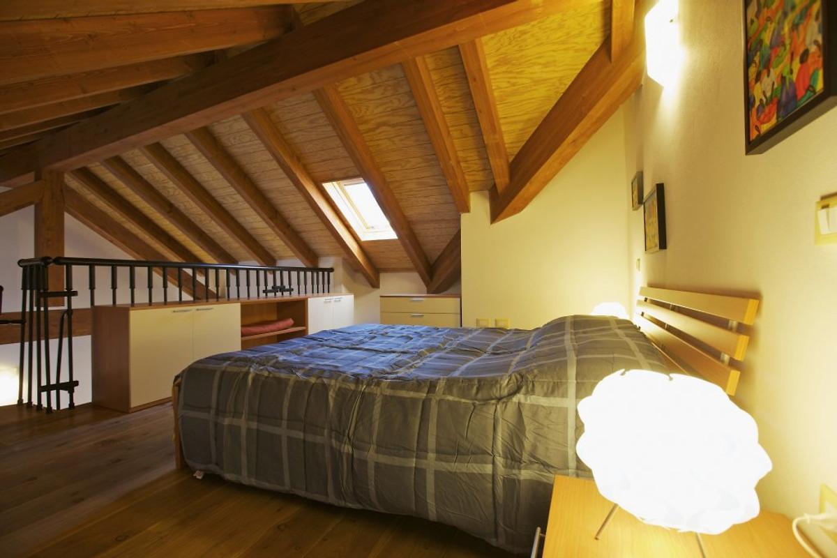 Schlafzimmer In Der Galerie Mit Doppelbett (einzelne Matratzen)