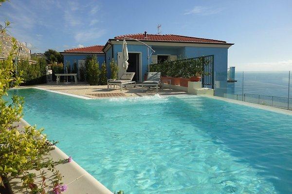 villa azzurra ferienhaus in san lorenzo al mare mieten. Black Bedroom Furniture Sets. Home Design Ideas