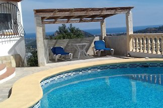 Villa met zwembad, terras, tuin