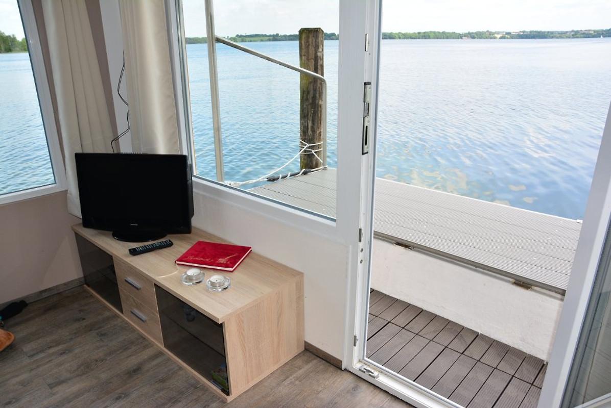 hausboot schweriner see hausboot in schwerin mieten. Black Bedroom Furniture Sets. Home Design Ideas