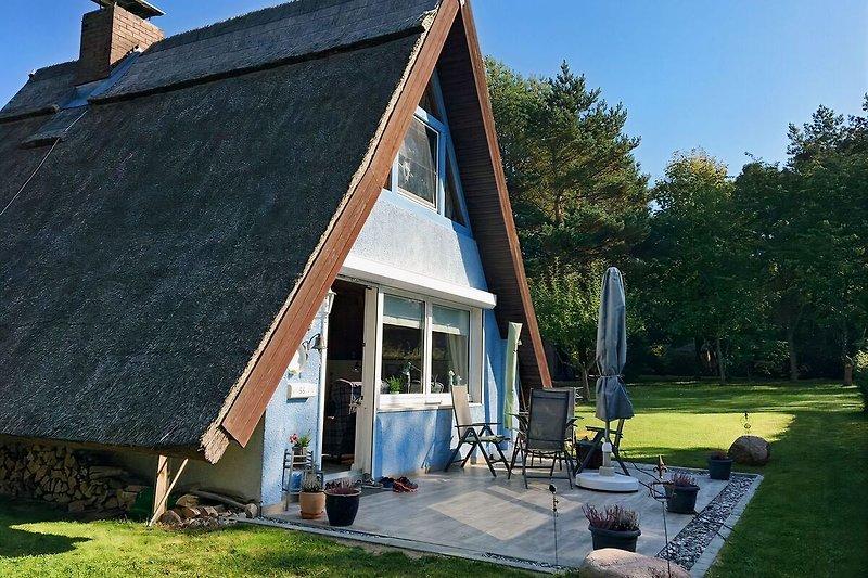 Die Finnhütte mit neuer Terrasse (Stand 2017)