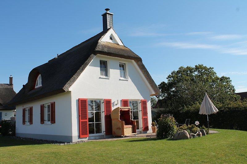 Ferienhaus und Gartenterrasse