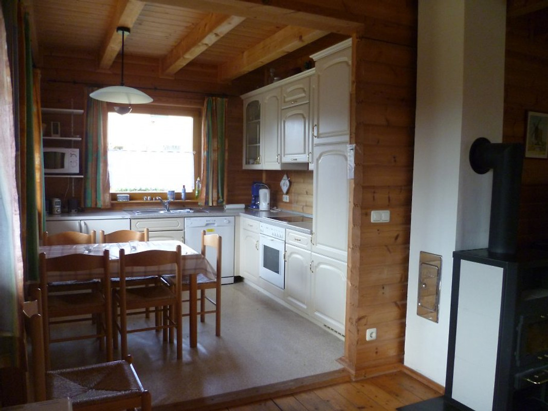 holzblockhaus mit kamin ferienhaus in loissin mieten. Black Bedroom Furniture Sets. Home Design Ideas