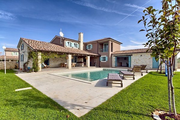 Magnifique villa avec piscine istrie maison de vacances for Amenagement jardin 1000m2
