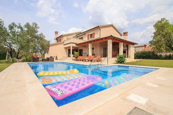 Luxusvilla mit pool  Luxus Villa mit Pool, 8 Personen - Ferienhaus in Svetvincenat mieten