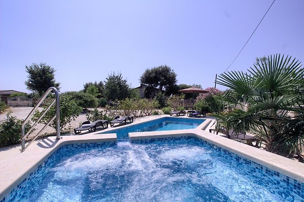 Villa Nera, pool-only 2km from the in Šišan - immagine 1