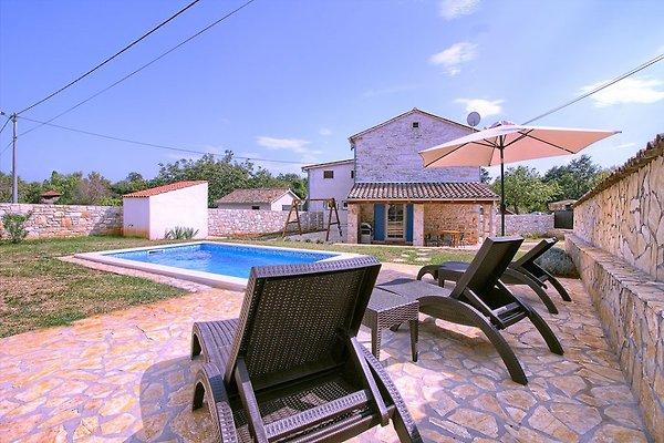 Villa casa de campo con piscina y jacuzzi en Vodnjan - imágen 1