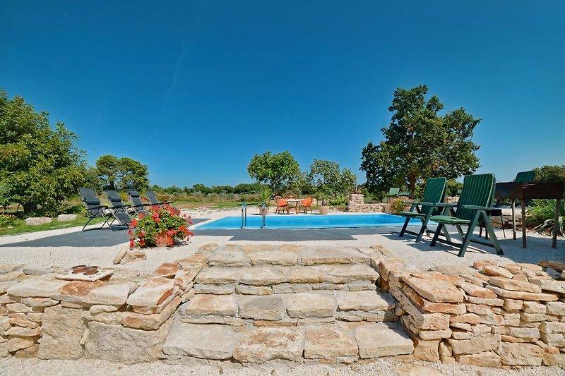 Villa Palera with pool in Ližnjan - wiibuk.com