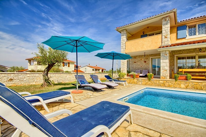 Villa Oliva with pool in Fažana - wiibuk.com
