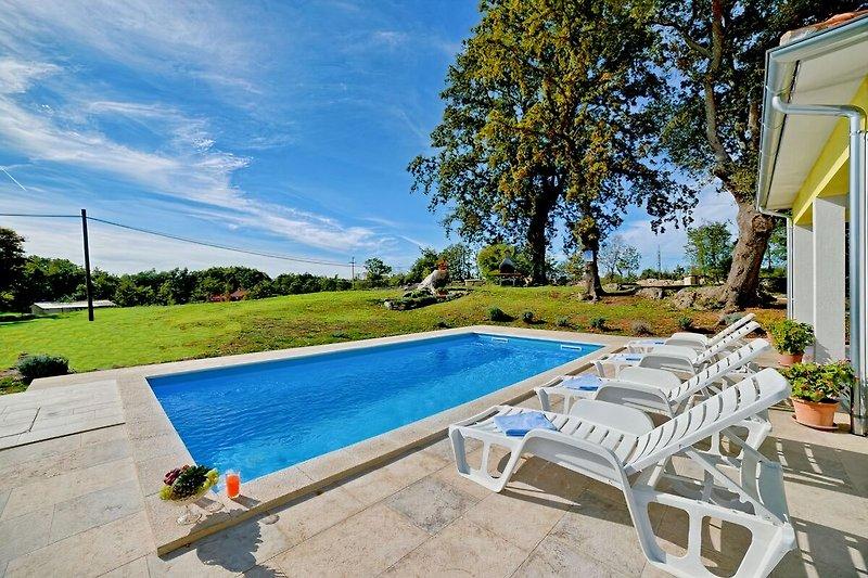Villa with pool in Marčana - wiibuk.com