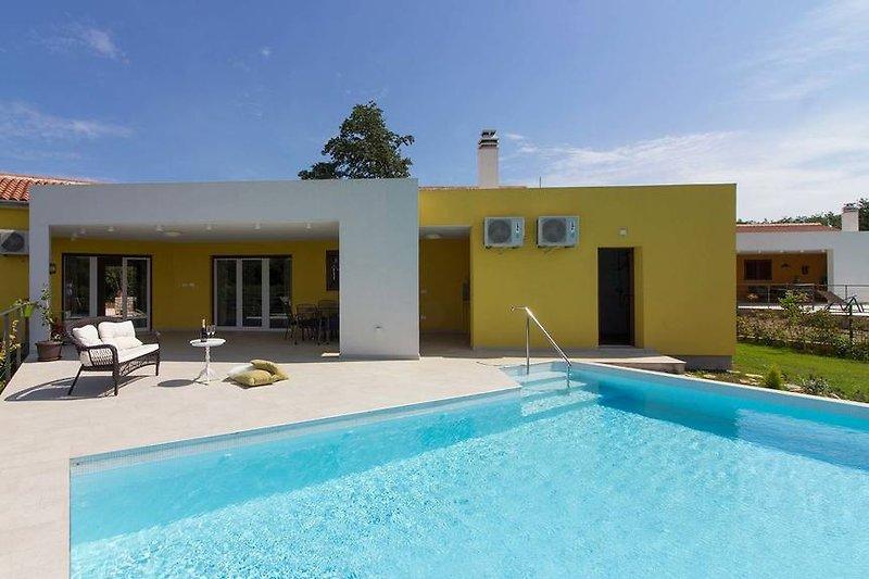 Villa Limone with pool in Central Istria - wiibuk.com