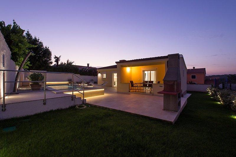 Villa Manuela with pool in Banjole - wiibuk.com