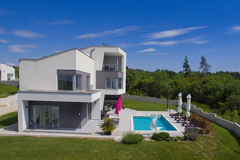 Villa Windrose mit  Pool in Krnica - wiibuk.com