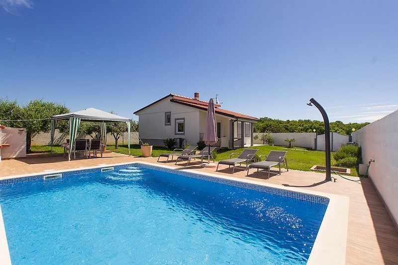Villa Demian mit pool in Pomer - wiibuk.com