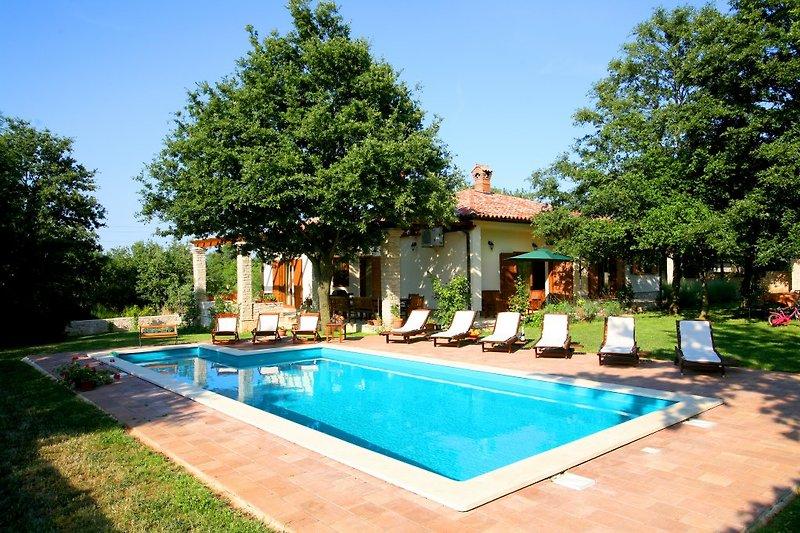 Vila Sarita,private pool,beach 2km à Šišan - Image 2