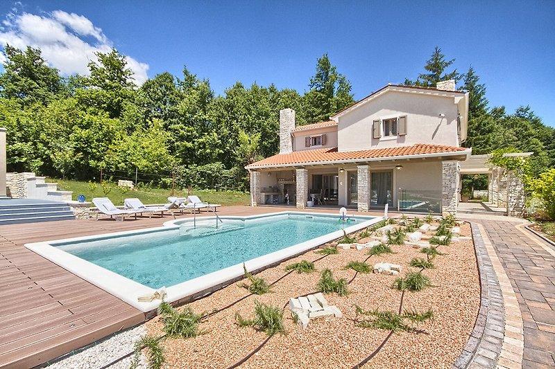 Villa Martin mit pool in Labin  - wiibuk.com