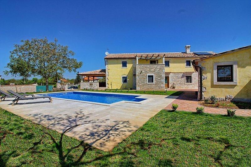 Villa Orbanici with pool  - wiibuk.com