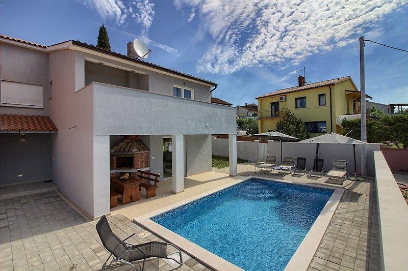 Villa Škatari mit pool in Pula - wiibuk.com