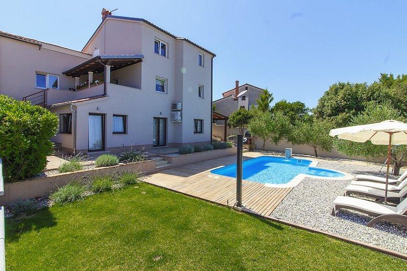 Villa Remi mit pool in Banjole - wiibuk.com