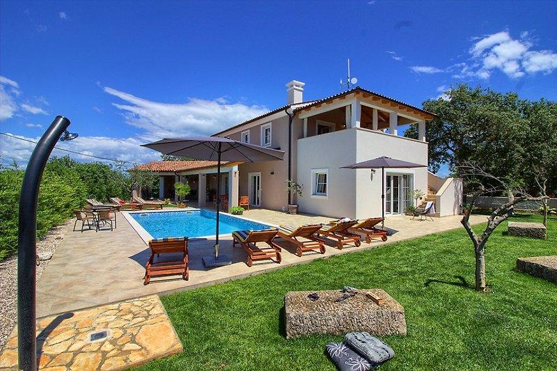 Villa Cynara with pool in Pula - wiibuk.com