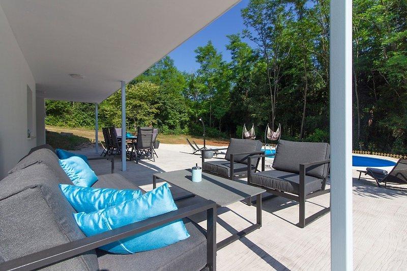 Villa Prisca mit pool in Nedešćina - wiibuk.com