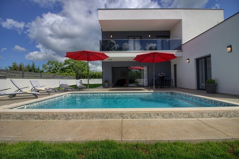 Luxury villa Ema with pool in Šišan - wiibuk.com