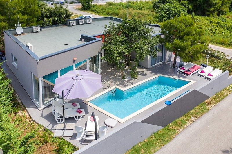 Villa Jura with pool in Medulin - wiibuk.com