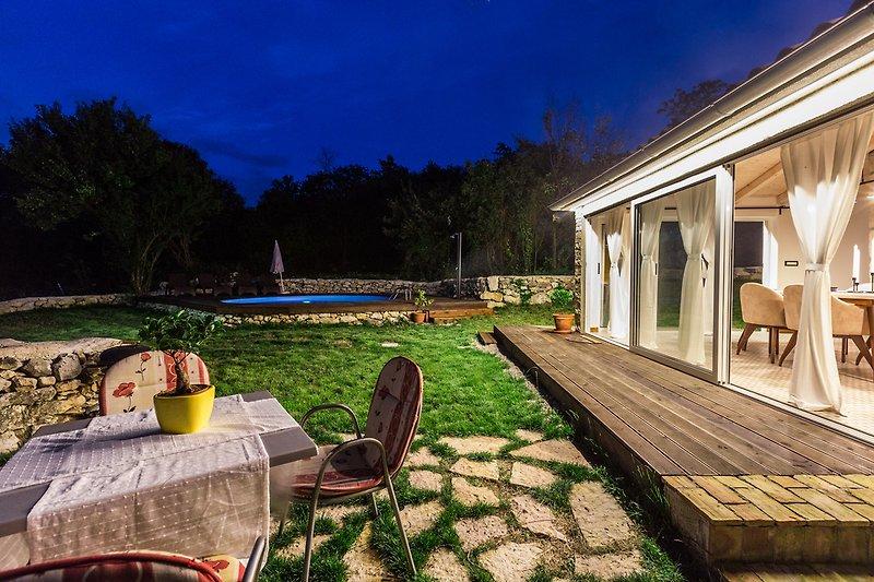 Villa Nevia with pool in Ripenda Verbanci - wiibuk.com